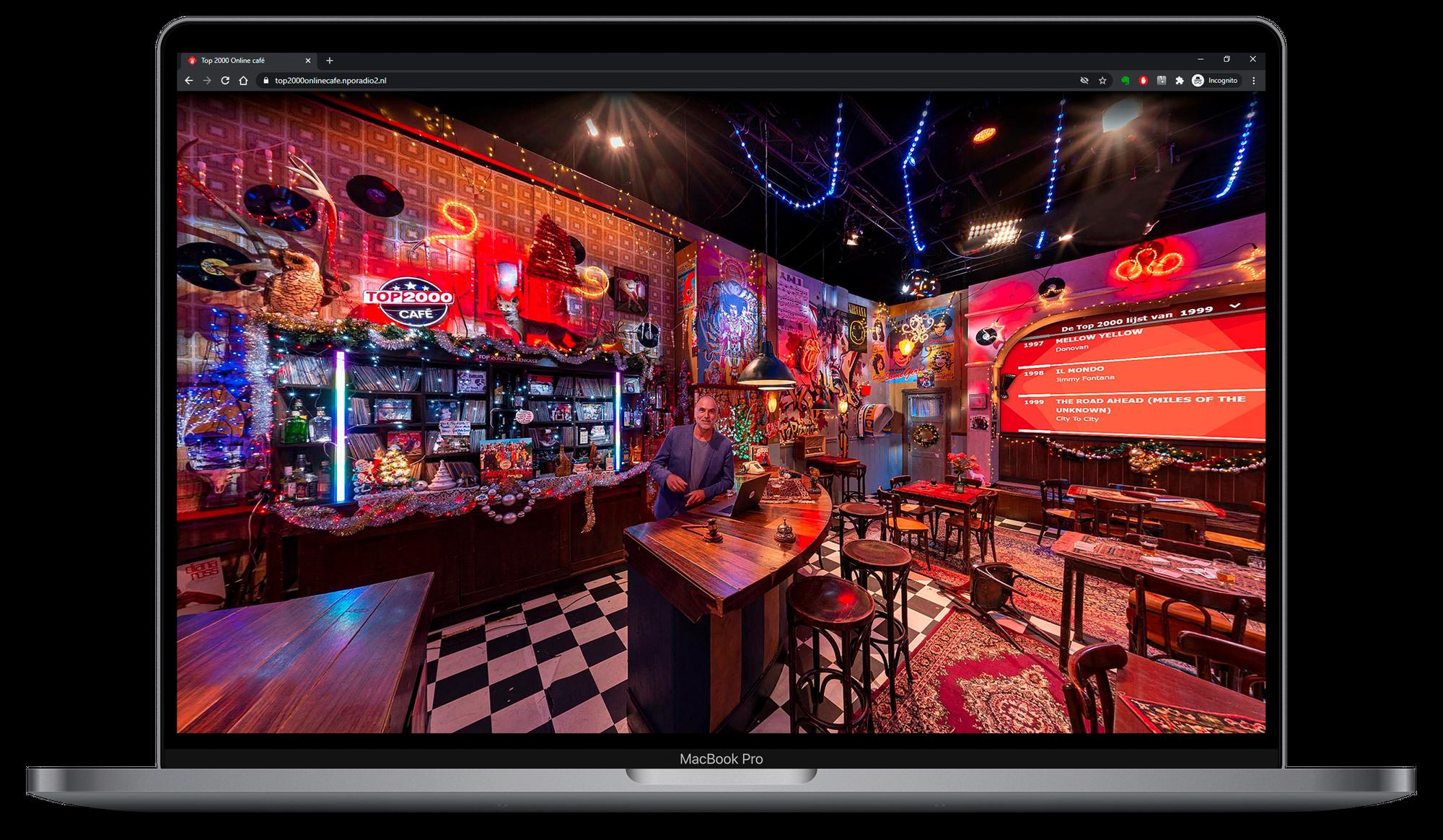 Laptop met Leo Blokhuis in het Top 2000 online café