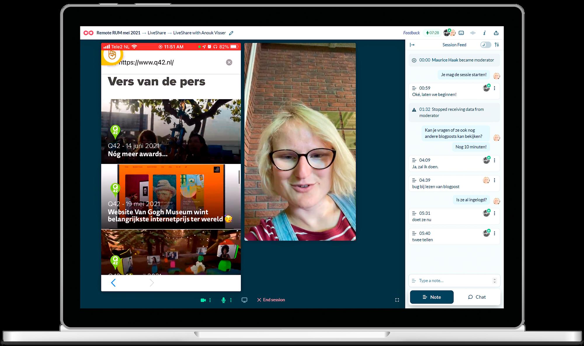 Een laptop met het Lookback-dashboard: de geteste website, een deelnemer en het chatvenster